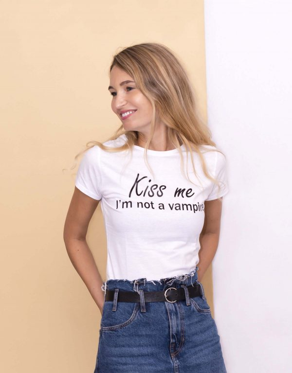 APERTXRAVIS20_tricou_kiss_me_im_not_a_vampire_side.jpg